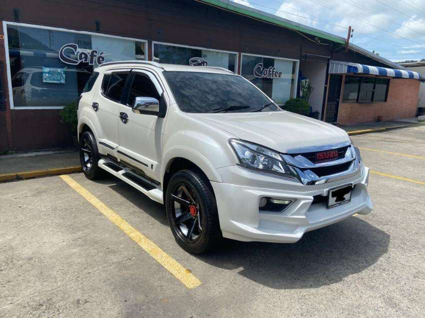 Isuzu MU-X 2013 OUTSTANDING condition, fully loaded with extras!