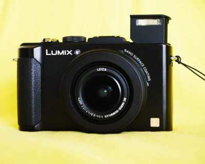 Panasonic Lumix LX7 camera with Leica F1.4-2.3 Lens