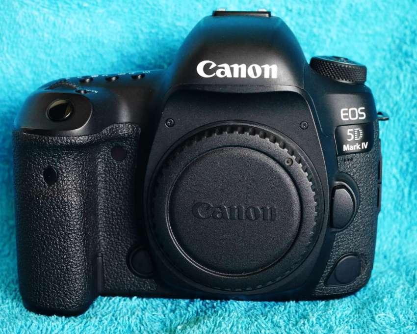 Canon EOS 5D Mark IV 30.4MP Professional FF DSLR Body in Box