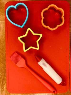 REDUCED PRICE / Mama,Papa & kids - silicone non stick baking set X 2