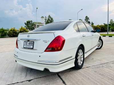 Nissan Teana 2.3 230 JS V6 AT 2006 cash price 189,000 baht.