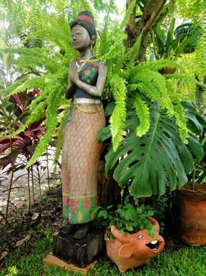 Wood carving. Traditional Thai Lady
