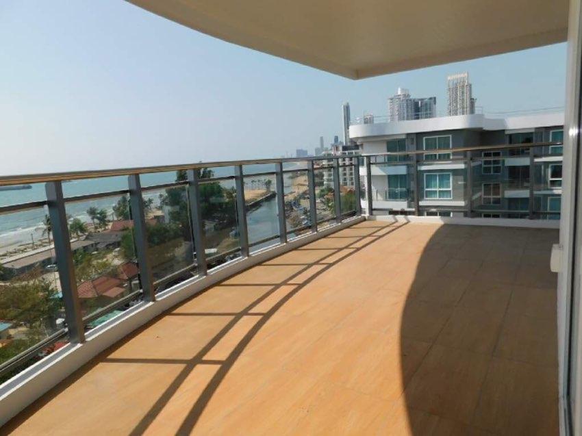 Top floor corner condo great sea views