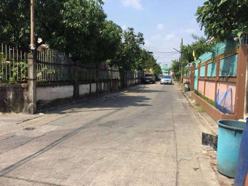 For Sale-Rent Land in On Nut Soi 33 (Owners Post)