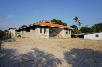 Land with a house structure Hua Hin Soi 112