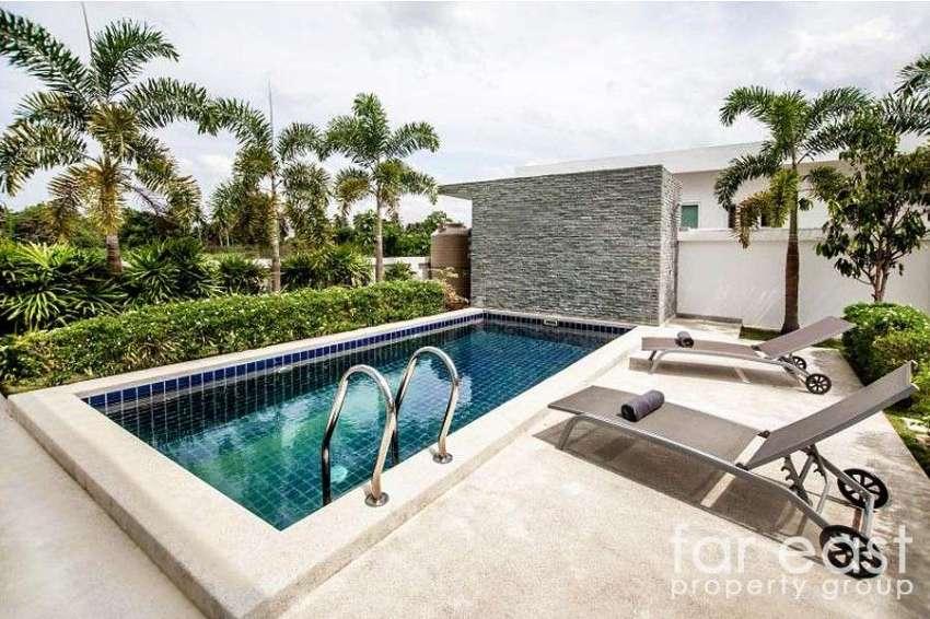 Contemporary Pool Villa Near Silverlake
