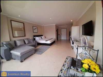 JR-CR1098 Large Corner Studio – 1 Bath for Rent Good Location Jomtien