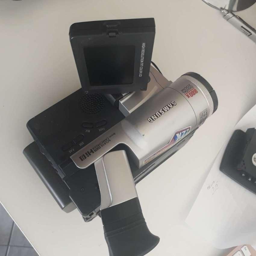 Price Drop.....Digital Samsung SCL810 HI8 8MM Video Camcorder