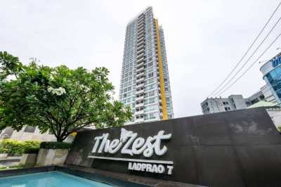 Fully Furnished room size 36 sq.m, Top Floor at The Zest Condominium L