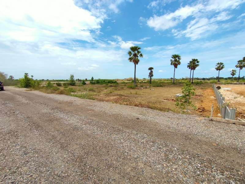 Land Owner Willing to Cut 1 Rai Next to Planned Home Developments