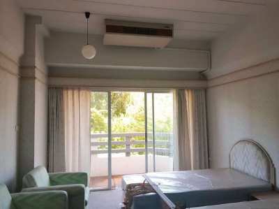Super price - 575,000 THB for this beach condo on the beach in Rayong!