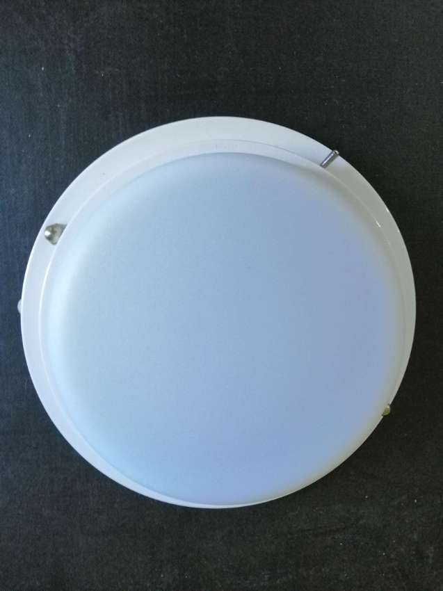 White 12Vdc round ceiling light with switch