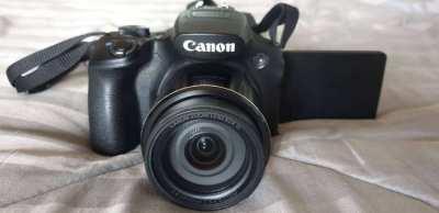CANON Powershot SX60HS / 21mm - 1365mm Superzoom Bridge Camera