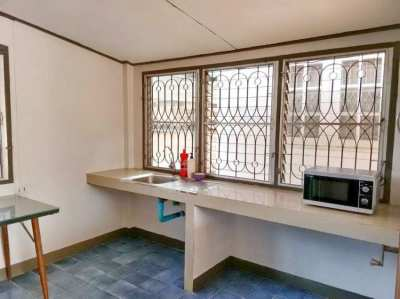 House for rent Jed Yod area, 2 km. from Maya shopping mall.