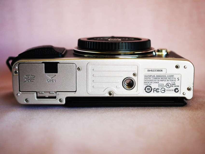 Olympus Pen E-P5 Wi-Fi and GPS Camera Body in Box