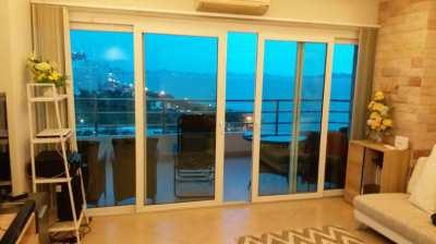 Top floor corner unit condo, beautiful views, on Dongtan beach