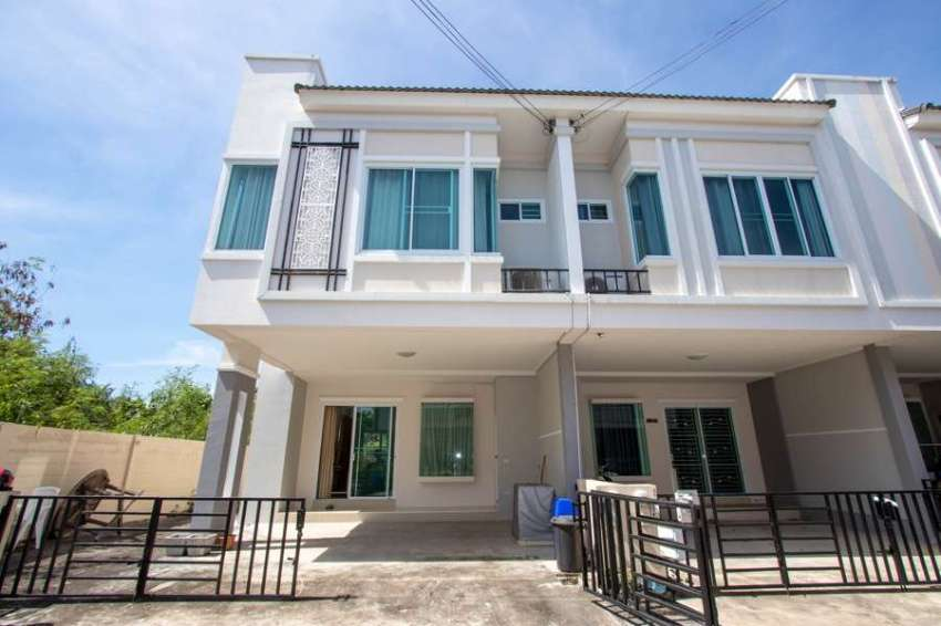 House for sale 1 km. from Bor Sang, Chiangmai - SanKamPhaeng Rd.