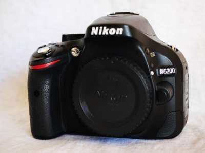 Nikon D5200 24.1MP DSLR camera Black Body DX-Format