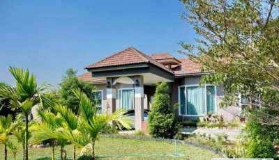 Luxury home for sale in Chaing Rai on the main highway 1211