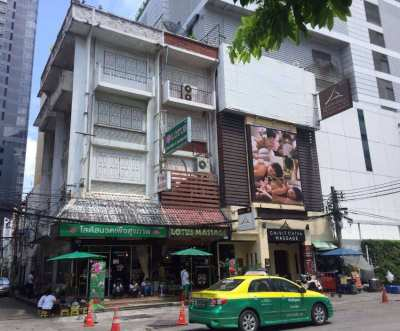 Commercial Building for Rent - 3 shophouses 4.5 Floors, Sukhumvit 19