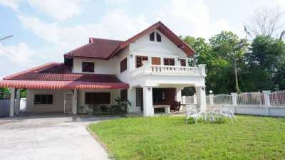 House for sale 2.5 km. from Rimping MeeChok plaza on Maejo Rd.