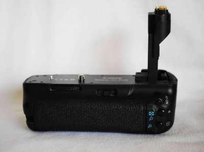Original Canon Battery Grip BG-E6 for Canon EOS 5D Mark II in Box.