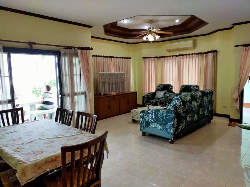 One story 3 bedrooms house for rent North Pattaya, fully furnished.