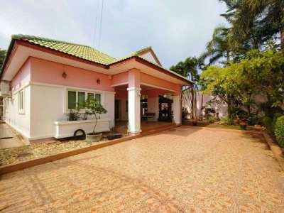 One story house for sale East Pattaya with private swimming pool.