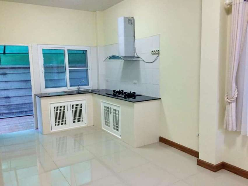 House for sale on Canal Rd., 3.5 km. from Ton Payom market.