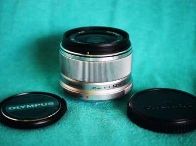 Olympus M.Zuiko Digital 25mm f/1.8 Lens Silver for Micro M4/3