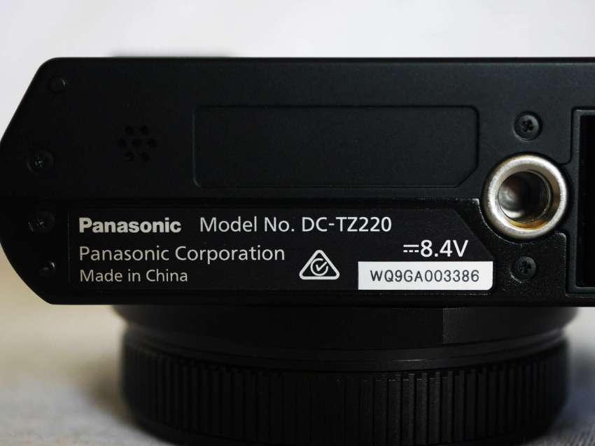 Panasonic Lumix TZ220 Wi-Fi 24-360mm 15X Leica DC Vario-Elmar ZS200