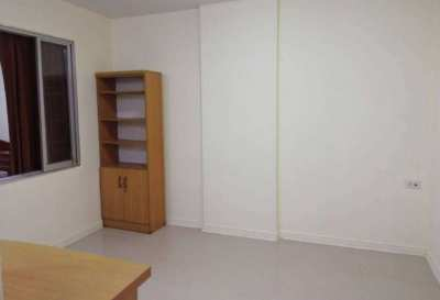 Empty Room LPN Bodin Ramkamhang TowerD1 FL2 Spacious without bed