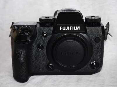 Fujifilm X-H1 4K Body in Box, 949 shots.