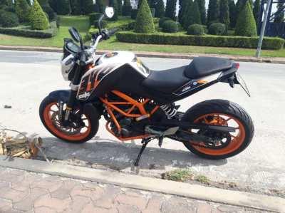 KTM Duke 390 ( 1 owner - ONLY 8100km )