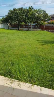 Detached two-story house with a large landscaped garden, approx. 400 m