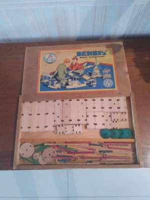 Berbis Vintage construction toy wood box