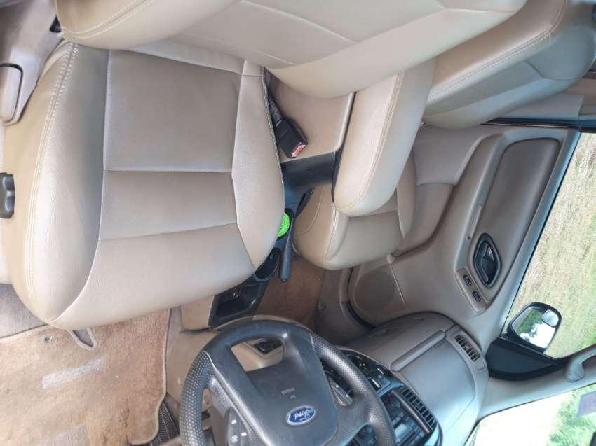 Ford Escape 3000cc V6 automatic gear