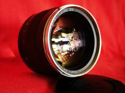 Carl Zeiss Planar T* 85mm f/1.4 ZE Lens for Canon EF EF-S EOS in Box