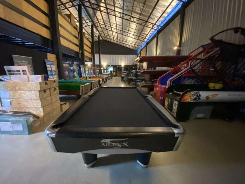 2nd hand modern pool table