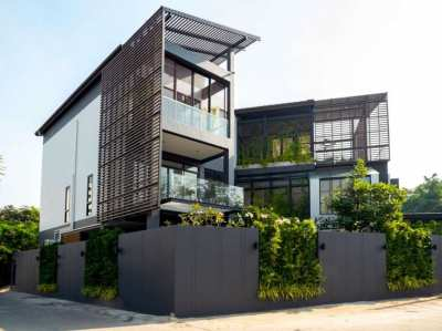 Quick sale!! New house, size 900 sq m. on Sukhumvit 71 road, prime location, near the airport.