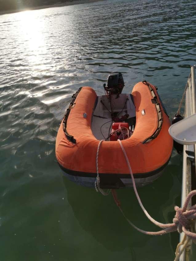 Semi-rigid dinghy