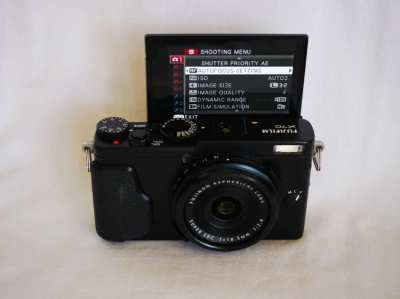 Fujifilm X70 Digital Wi-Fi Camera in Box APS-C X-Trans™ CMOS II sensor