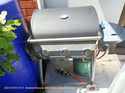 Gas grill with gas bottle 4 gas burners