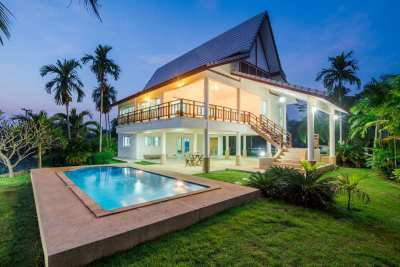 Hot! Reduced 4 BR 2 Bath Pool Villa 3 Minute Walk to Awesome Beach