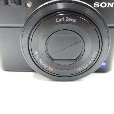 SONY RX100 II CAMERA (USED) WITH NEW SANDISK SDHC UHS-I CARD 32 GB