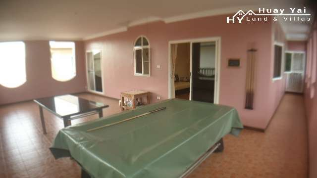#3176    LARGE FAMILY POOL HOUSE. GATED VILLAGE. COURTYARD REAR GARDEN
