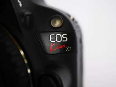 Canon EOS Kiss X7 100D World's Smallest and Lightest Digital SLR