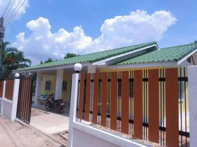 NEW BUILD SINGLE STORY HOUSE TO RENT. 5000 BAHT MONTH NEAR KHON KAEN
