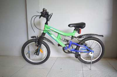 KIDS BIKE CHILDS BICYCLE HIGH SPEC GREAT CONDITION