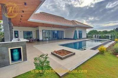 A brand new, modern, 3 bed pool villa, with mountain views